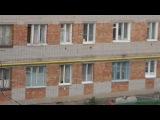 вот так вот развлекался житель малосемейки и держал в ужасе всех соседей))))